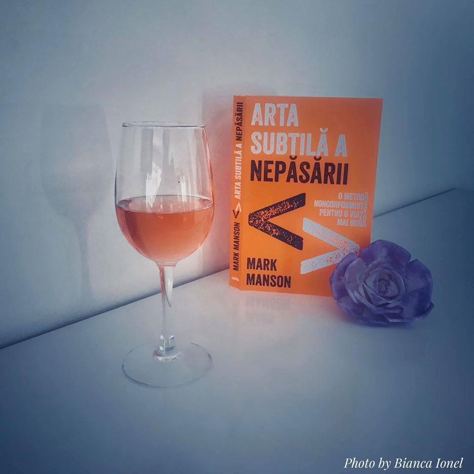Arta subtilă a nepăsării | recenzie carte 2020 bianca ionel blogger iasi